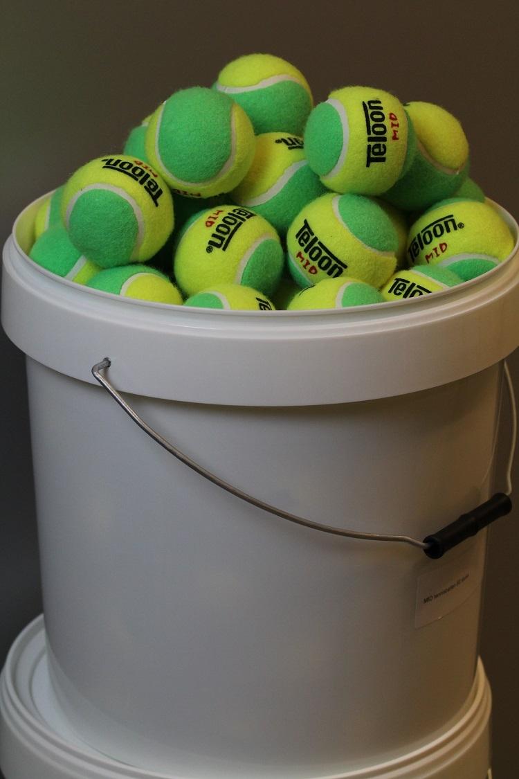 db: MID Tennisballen emmer